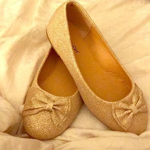 Child's flat dress shoe
